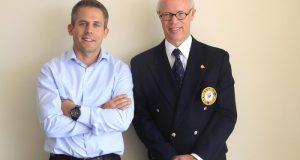Cédric Doffey, Director de Operaciones de Reloj Corum Bubble Réplica América Latina y Herbert Bettinger, Comodoro del Club de Yates de Acapulco
